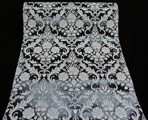 18197-20 vinyl met relief barok bloemen  zwart wit met zilver glitter
