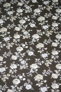 glansvinyl zwart met grijs zilver bloem patroon